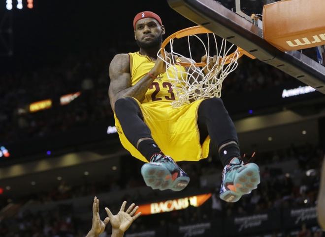 LeBron James: 'Quai vat' thach thuc ca NBA hinh anh