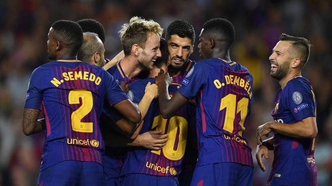 Messi, Suarez thoai mai 'an choi' truoc them El Clasico hinh anh 8