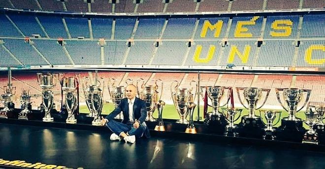 Nou Camp nghen ngao chia tay 'phu thuy' Iniesta anh 12