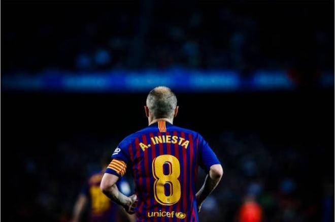 Nou Camp nghen ngao chia tay 'phu thuy' Iniesta anh 10