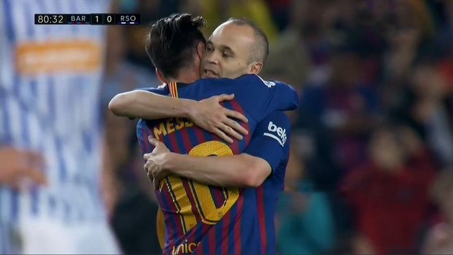 Nou Camp nghen ngao chia tay 'phu thuy' Iniesta hinh anh 11