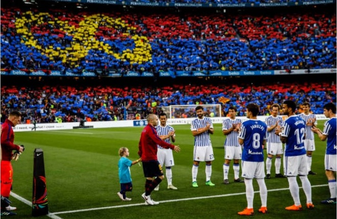 Nou Camp nghen ngao chia tay 'phu thuy' Iniesta anh 2