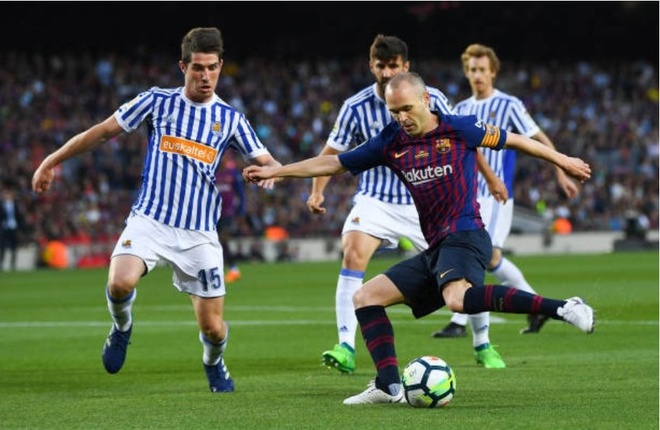 Nou Camp nghen ngao chia tay 'phu thuy' Iniesta anh 8