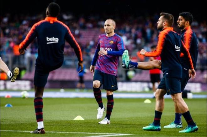 Nou Camp nghen ngao chia tay 'phu thuy' Iniesta anh 1