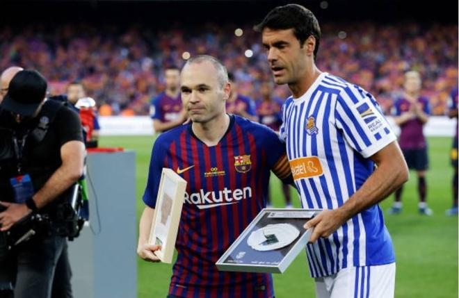 Nou Camp nghen ngao chia tay 'phu thuy' Iniesta hinh anh 7