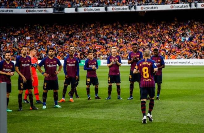 Nou Camp nghen ngao chia tay 'phu thuy' Iniesta hinh anh 3