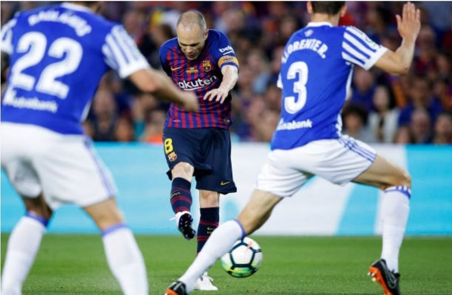 Nou Camp nghen ngao chia tay 'phu thuy' Iniesta anh 9