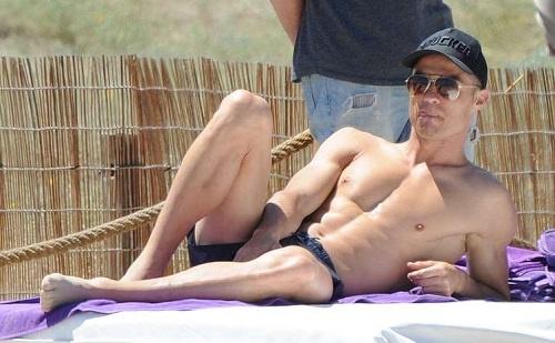 Xa stress ben ban gai, Ronaldo san sang cho chung ket Champions League hinh anh