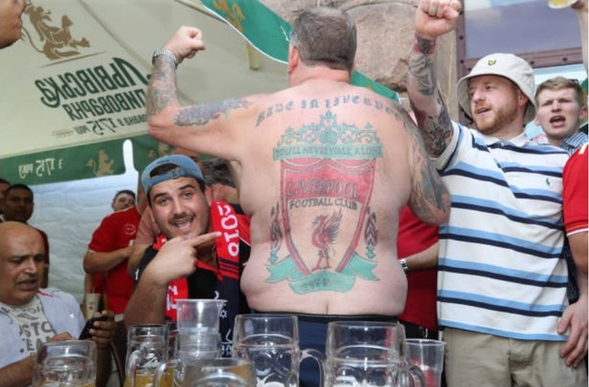 CDV xam logo Liverpool kin lung, san sang tiep lua cho thay tro Klopp hinh anh 6