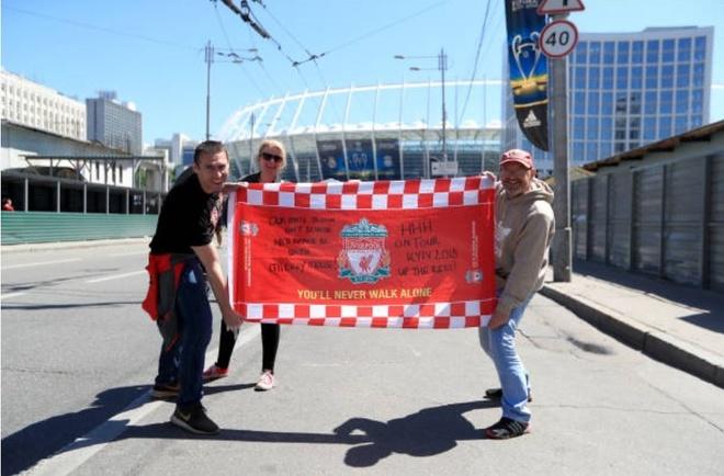 CDV xam logo Liverpool kin lung, san sang tiep lua cho thay tro Klopp hinh anh 1