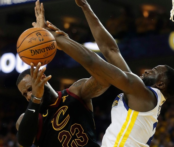 Cavaliers 114-124 Warriors: King James bat luc chiu tran hinh anh