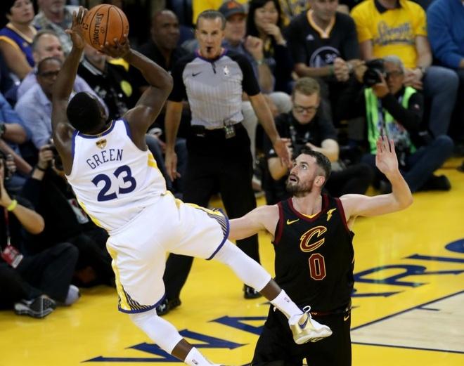 Cavaliers 114-124 Warriors: King James bat luc chiu tran hinh anh 3