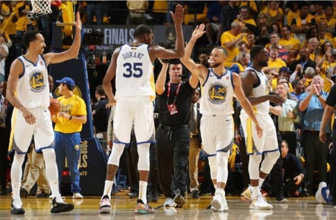 Cavaliers 114-124 Warriors: King James bat luc chiu tran hinh anh 10