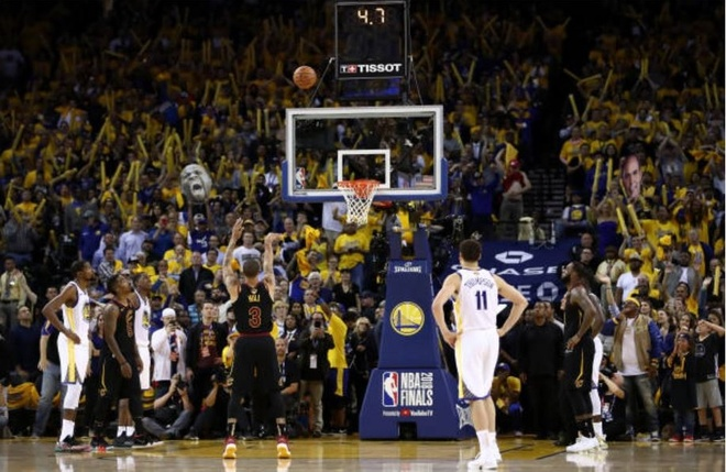 Cavaliers 114-124 Warriors: King James bat luc chiu tran hinh anh 7