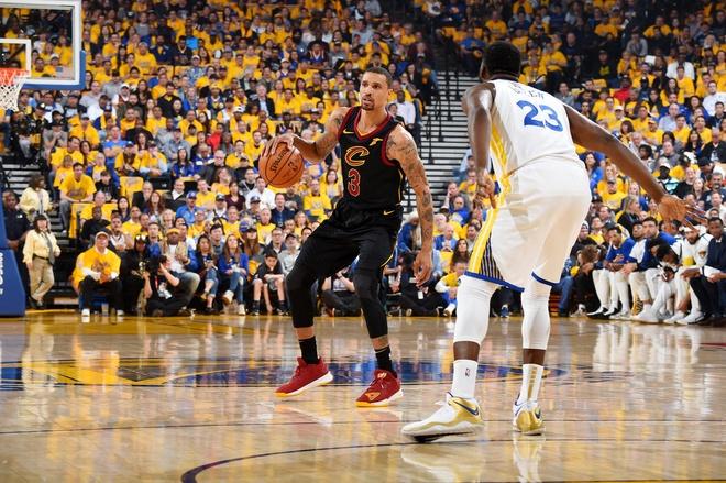 Cavaliers 114-124 Warriors: King James bat luc chiu tran hinh anh 6