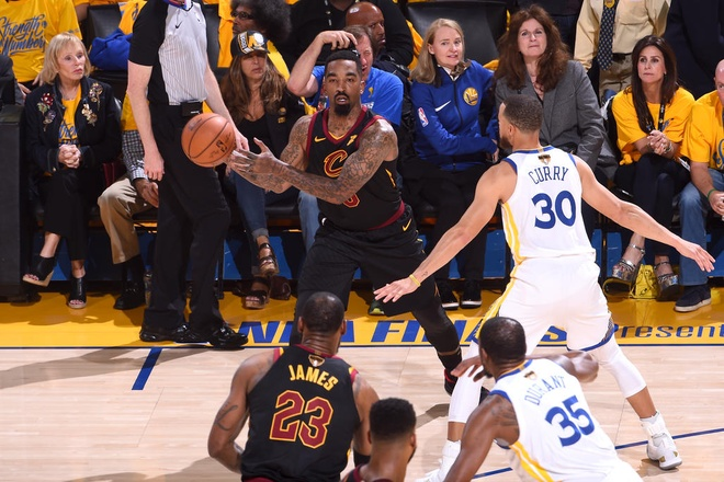 Cavaliers 114-124 Warriors: King James bat luc chiu tran hinh anh 8