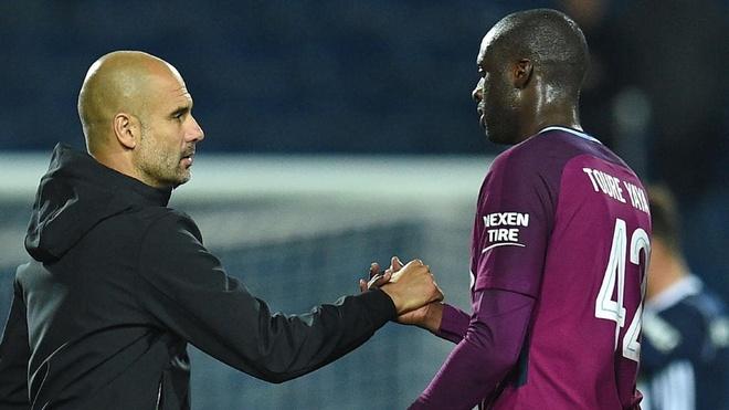 Yaya Toure tra thu Pep Guardiola bang cach khoac ao MU? hinh anh