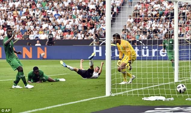 Doi tuyen Duc co tran thang 2-1 truoc khi len duong du World Cup hinh anh 5