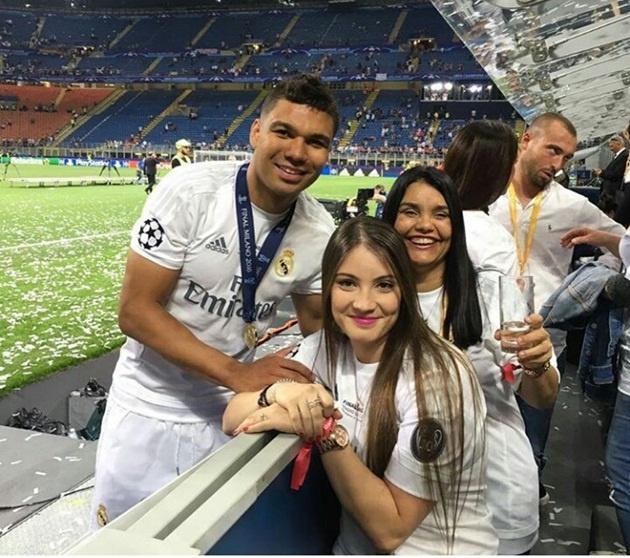 Ban gai Neymar noi troi trong dan WAGS tuyen Brazil hinh anh 8