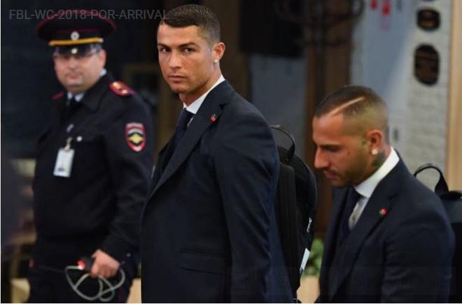 Ronaldo an dien banh bao khi dap chuyen bay xuong Nga hinh anh 8