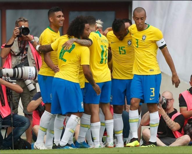 Brazil thang 3-0, Neymar ap sat thanh tich cua Ro 'beo' hinh anh 6