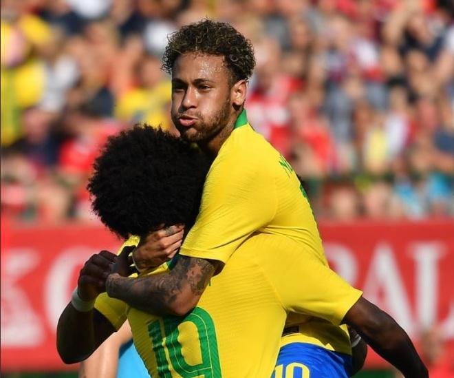 Brazil thang 3-0, Neymar ap sat thanh tich cua Ro 'beo' hinh anh 4