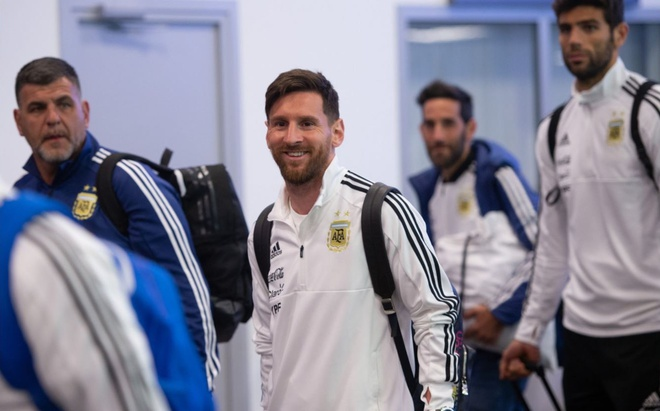 Lionel Messi cuoi tuoi khi den Nga chinh phuc cup vang hinh anh 5