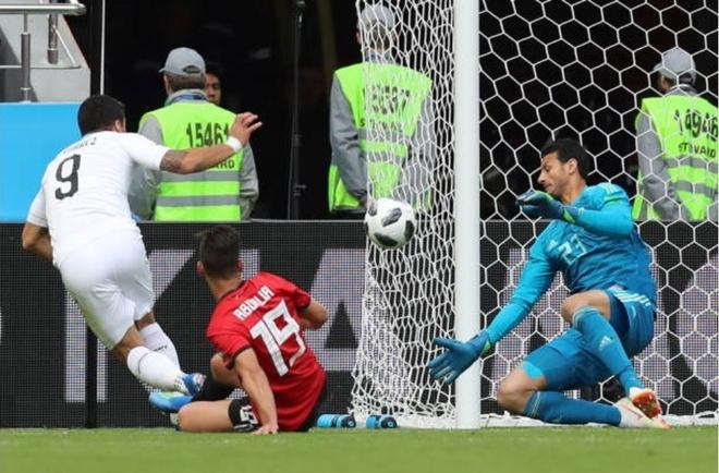 Uruguay thang Ai Cap trong ngay Suarez hoa ga he tren san hinh anh 4