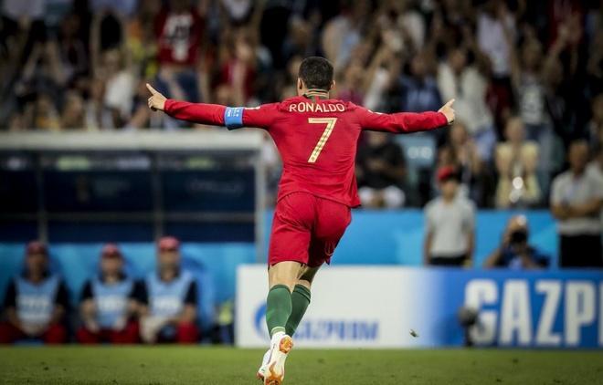 Cong dong mang nga mu bai phuc 'thien tai' Ronaldo hinh anh