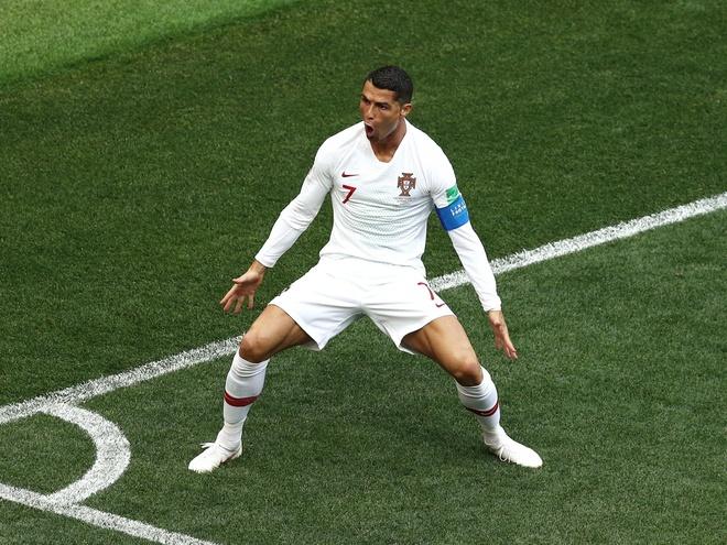 'Chan trai, chan phai, sut phat, cai gi Ronaldo cung gioi' hinh anh