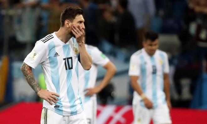 Chang co gi dang ngac nhien khi Argentina tham bai hinh anh