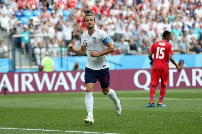 Harry Kane qua mat Ronaldo, vuot huyen thoai Lineker sau cu hat-trick hinh anh