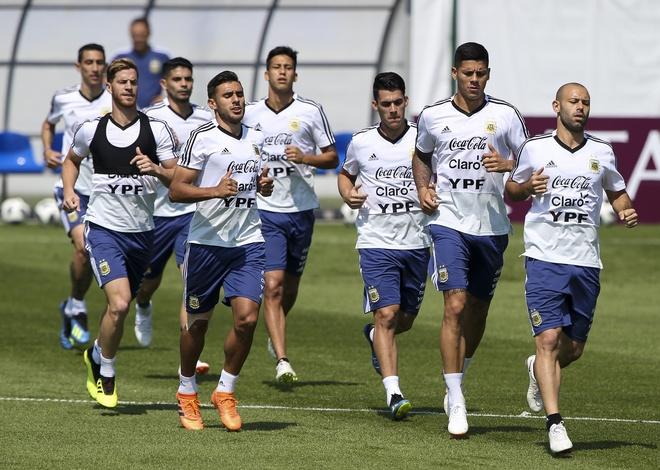 Muon thang, Argentina phai 'tram' Caballero va ho tro tich cuc Messi hinh anh 3