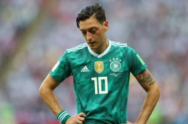 HLV, cau thu va CDV Duc cui dau tam biet World Cup 2018 hinh anh 6