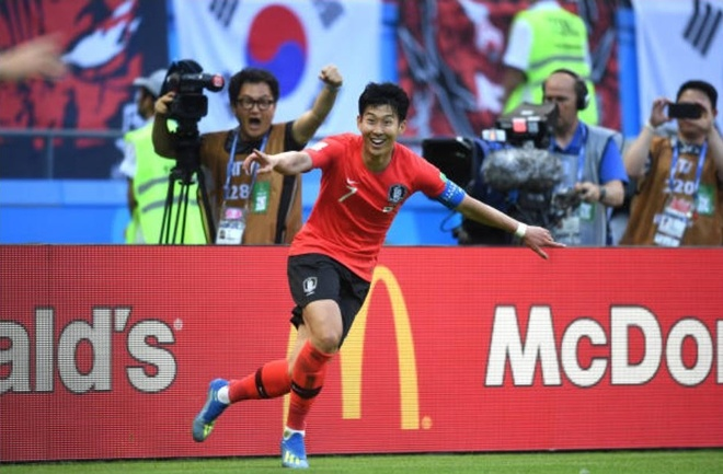 HLV, cau thu va CDV Duc cui dau tam biet World Cup 2018 hinh anh 3