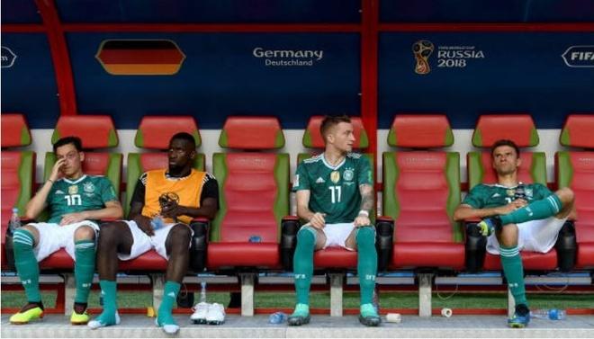 HLV, cau thu va CDV Duc cui dau tam biet World Cup 2018 hinh anh 8
