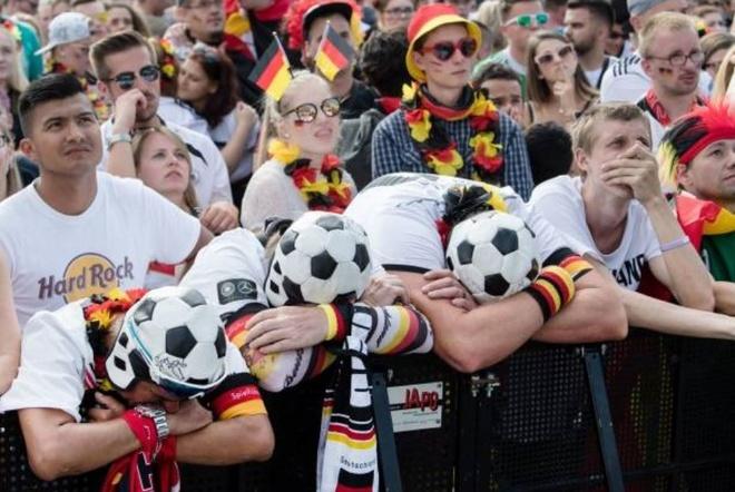 HLV, cau thu va CDV Duc cui dau tam biet World Cup 2018 hinh anh 11