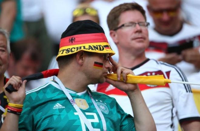 HLV, cau thu va CDV Duc cui dau tam biet World Cup 2018 hinh anh 12