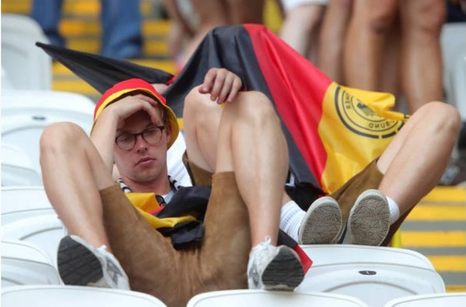 HLV, cau thu va CDV Duc cui dau tam biet World Cup 2018 hinh anh 13
