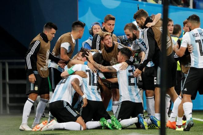 Tuyen thu Van Quyet: 'Hy vong Ronaldo va Messi gap nhau o tu ket' hinh anh 1
