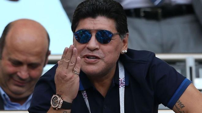 Maradona khien FIFA phai xin loi trong tai hinh anh