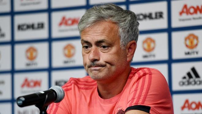 Mourinho muon MU mua them it nhat mot tan binh hinh anh 1
