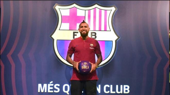 Vidal hanh phuc khi duoc choi bong cung Lionel Messi hinh anh 1