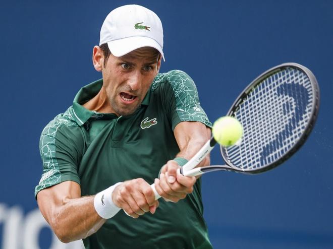 Novak Djokovic thang de tay vot chu nha hinh anh