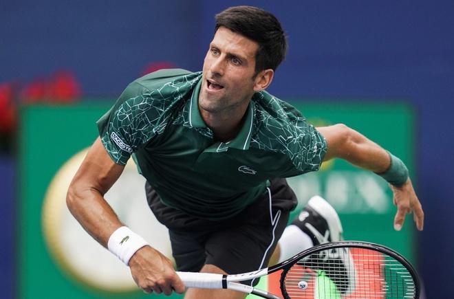 Djokovic dap gay vot khi thua doi thu 19 tuoi hinh anh