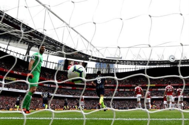 Cham diem Arsenal 0-2 Man City: Oezil, Aubameyang gay that vong hinh anh 1