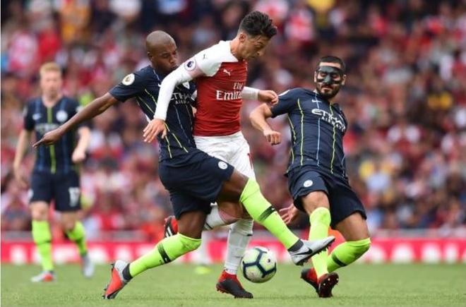 Cham diem Arsenal 0-2 Man City: Oezil, Aubameyang gay that vong hinh anh 10