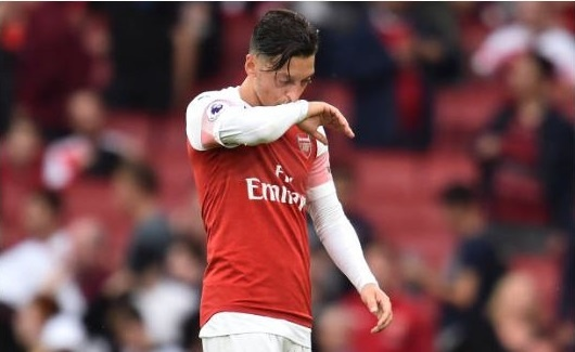 Cham diem Arsenal 0-2 Man City: Oezil, Aubameyang gay that vong hinh anh