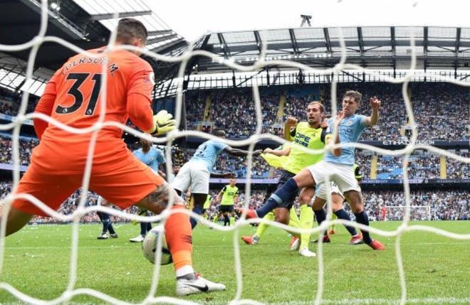 Cham diem Man City 6-1 Huddersfield: Dem thang hoa cua Aguero, Jesus hinh anh 1