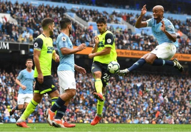 Cham diem Man City 6-1 Huddersfield: Dem thang hoa cua Aguero, Jesus hinh anh 3